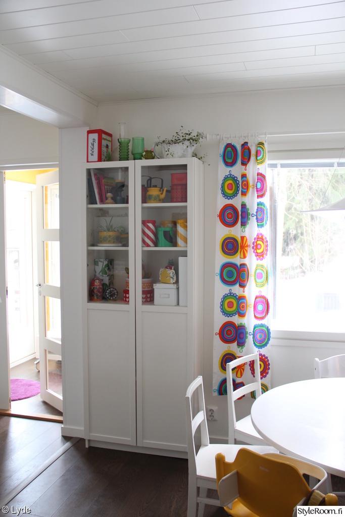 verhot,marimekko,värikäs sisustus,aarikkapurkki,keittiö,keittiön verhot,minun