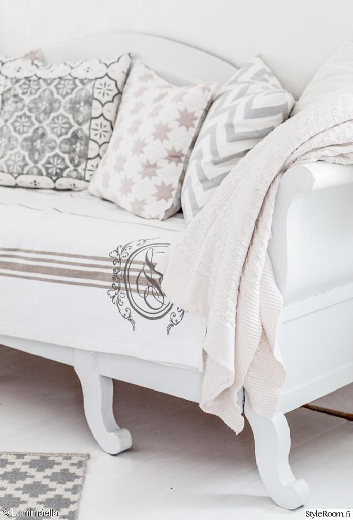 Olohuoneen Sohva : ... sohva,sohvatyynyt,sisustustyynyt,huovat,viltit,olohuone,olohuoneen