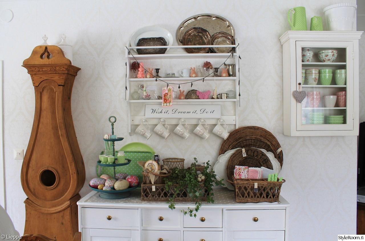 keittiö,hylly,lipasto,kori,kaappikello,mukit,pääsiäismuna,pääsiäinen,pikkukaa