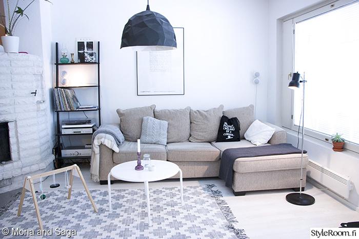 Olohuoneen Sohva : Olohuone,hylly,sohvapöytä,kattovalaisin,sohva,olohuoneen sisustus ...