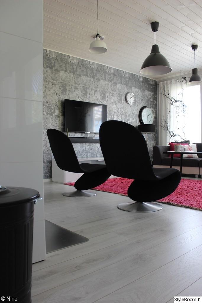 Olohuoneen Sohva : Lamput,olohuoneen sisustus,olohuone,tapetti,nojatuoli,värikäs matto ...