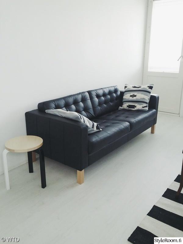 Olohuoneen Sohva : Bild på moderni - Olohuoneen remontti av nata