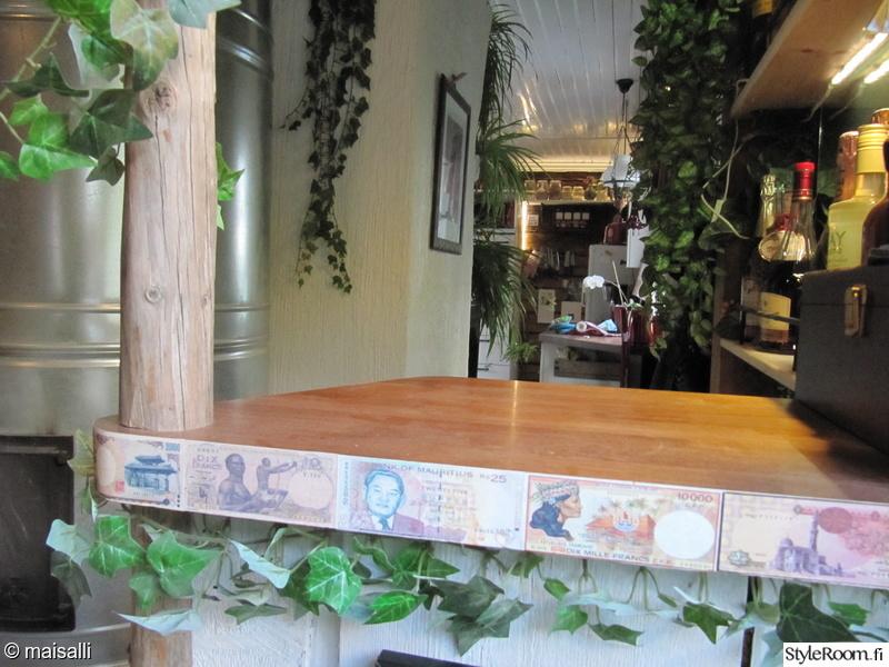 Kuva olohuone  Afrikka pubi pianobaari vanhassa torpassa  hannahuuhaa