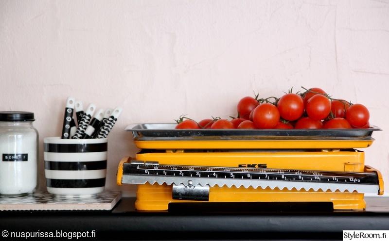 keittiö,marimekko,mustavalkoinen,keltainen,vaaka
