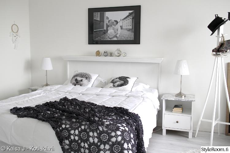 makuuhuone,virkkaus,valkoinen makuuhuone,värjäys,vanhat tavarat