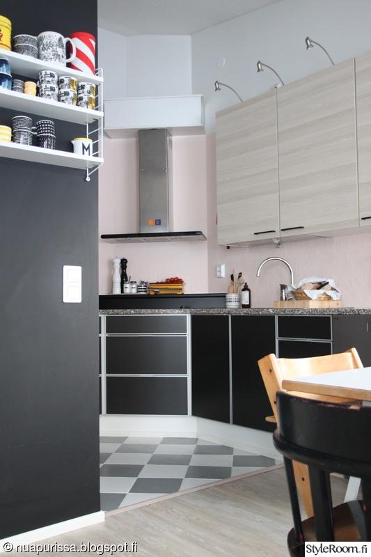 keittiö,string,keittiövalaistus,maalattulattia,rivitalonkeittiö