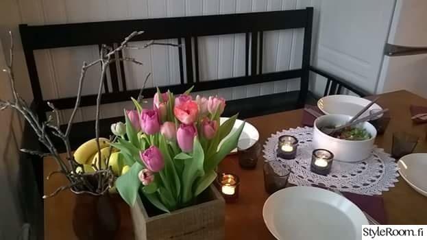keittiö,musta,kattaus,tulppaanit,antiikki