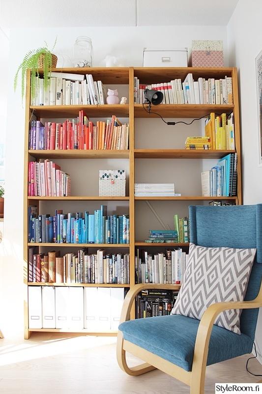 olohuone,värikäs,kirjahylly,kirjat,nojatuoli