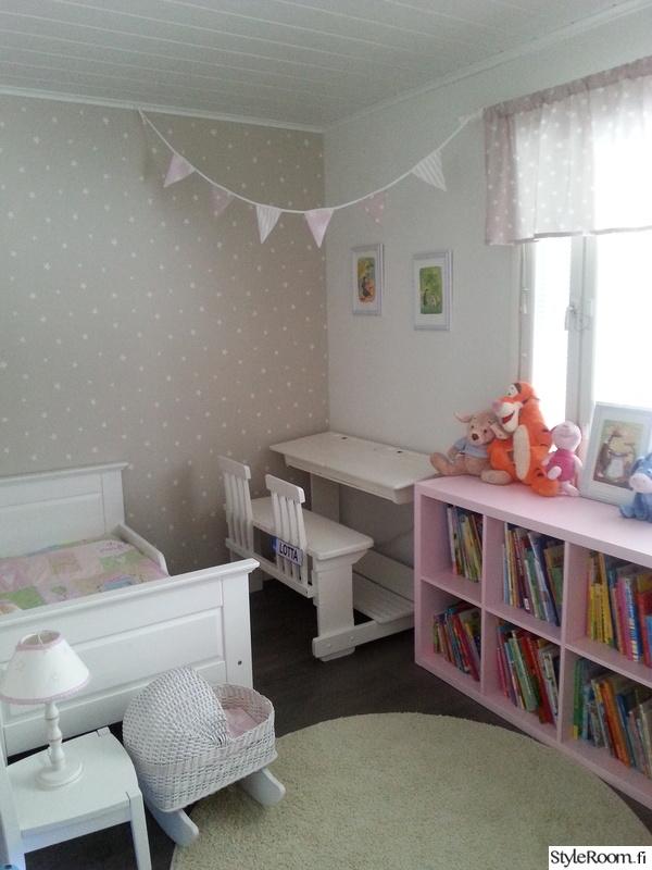 lastenhuone,lastenhuone säilytys,pulpetti,viirinauha,lasten sänky