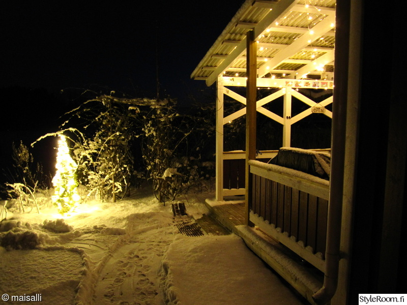 talvi,jouluvalot,terassi,lumi,valosarja