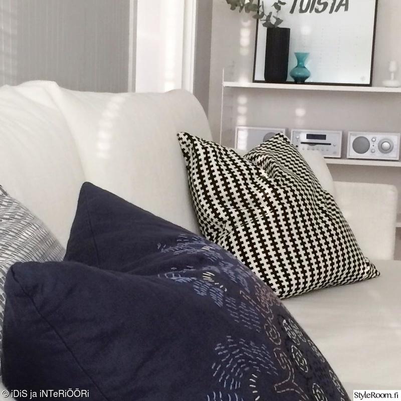 Olohuoneen Sohva : Olohuone,olohuoneen sisustus,vaalea sisustus,valkoinen sohva ...
