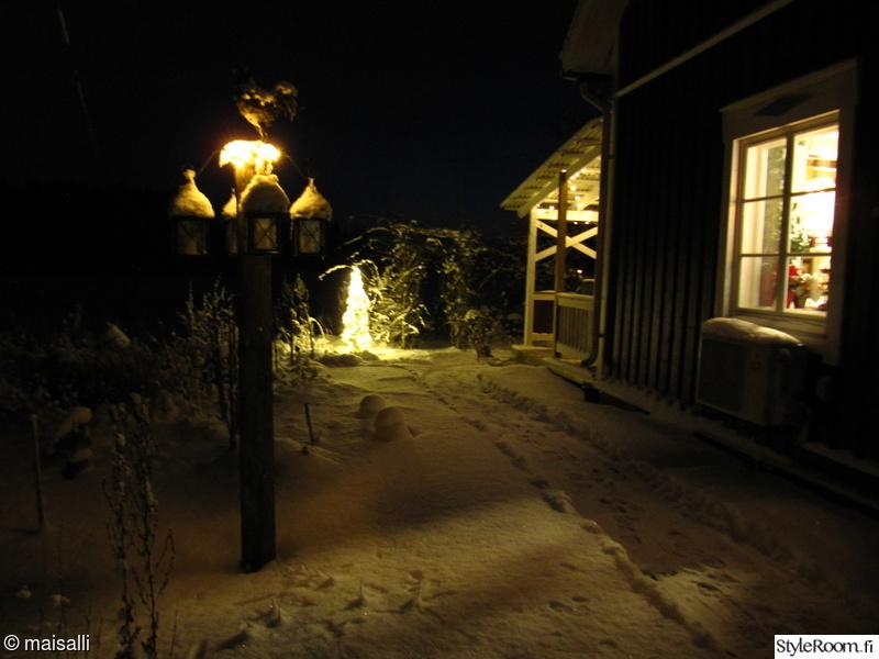 ikkuna,talvi,terassi,valosarja,pihavalaistus