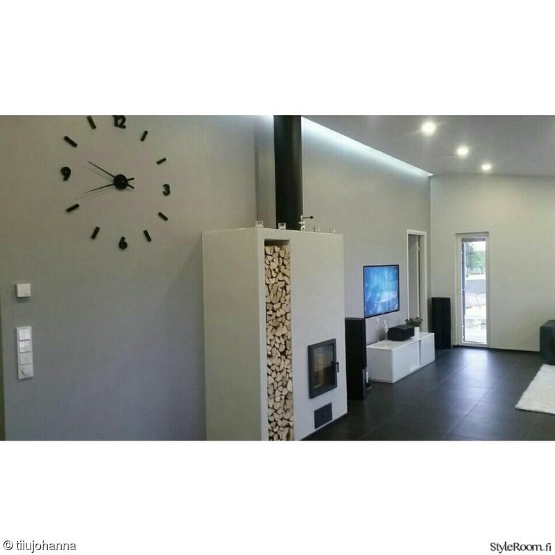 takka,olohuone,mustavalkoinen,kello,olohuoneen sisustus