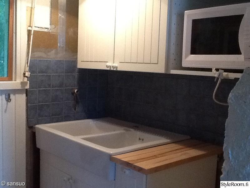 Bild på keittiö  Mökkikeittiön remontti av Sansuo