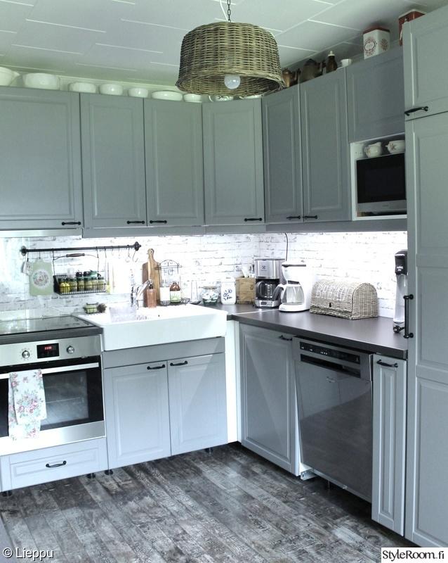 Kuva keittiö  Annen luona  leenakarhunen