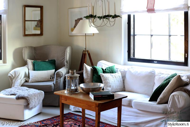 olohuone,lampaantalja,itämainen matto,samettityynyt,pellavatyynyt