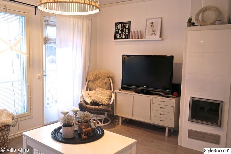 takka,olohuone,valkoinen,sohvapöytä,tauluhylly