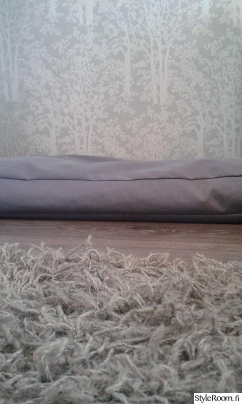 makuuhuone,matto,tapetti,harmaa,materiaalit