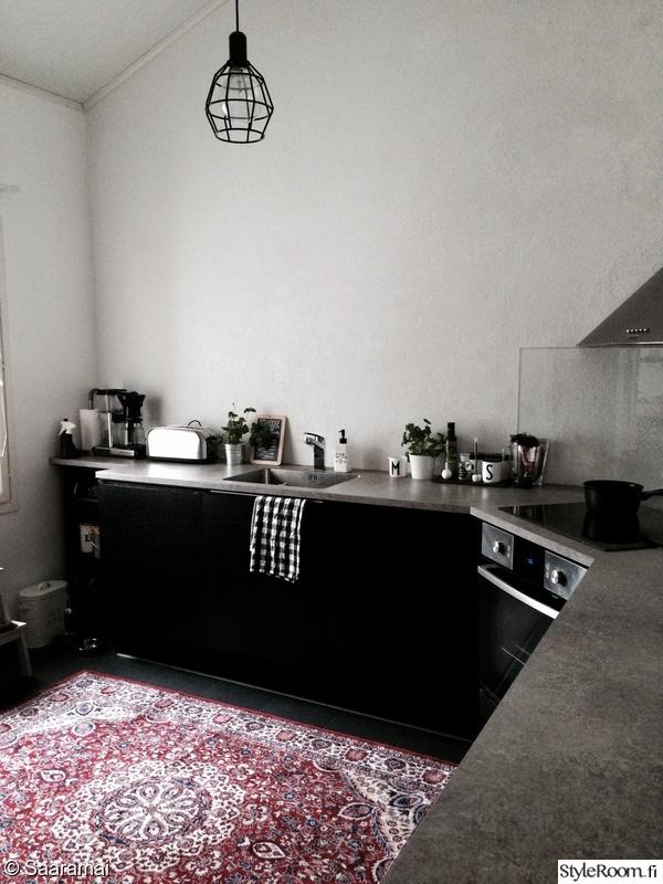 Kuva keittiö  Keittiössä  SaaraMai