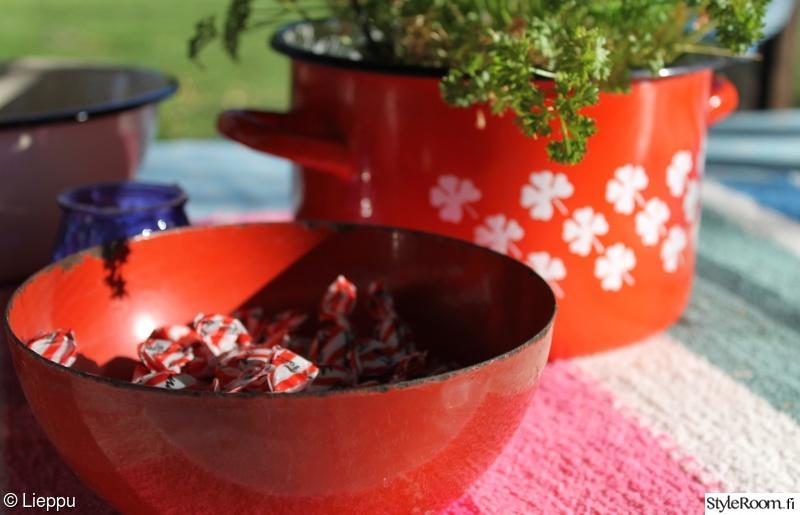 Kuva punainen  Liepun astiat  leenakarhunen