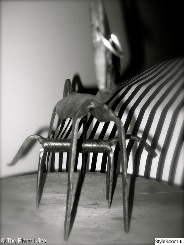 Makuuhuoneen kaapin kirotut ritiläkorit - White Fresh - CASA Blogit
