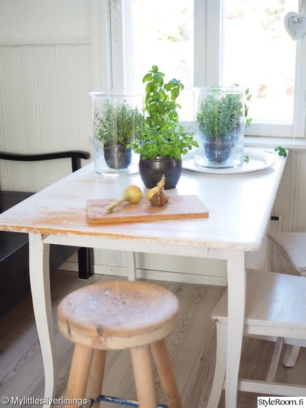 Bild på keittiö  Yrttitarha keittiönpöyDällä av Mylittlesilverlinings