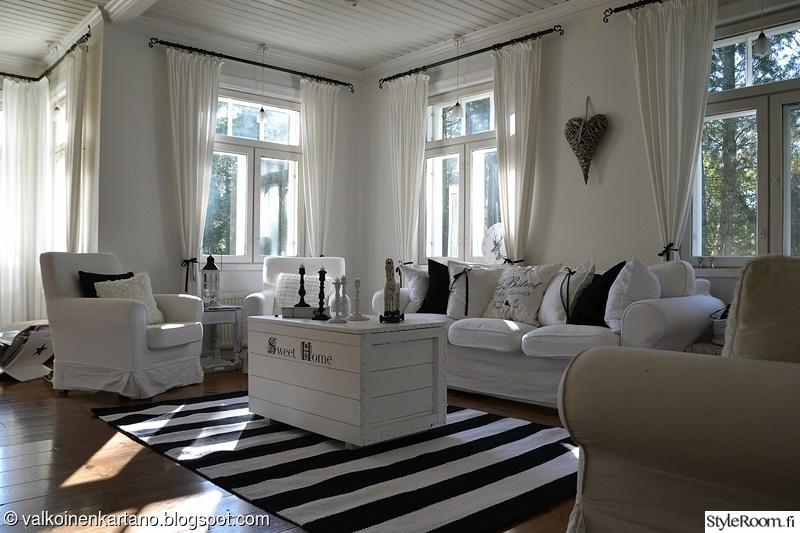 Kuva olohuone  Romanttinen, mustavalkoinen olohuone  Valkoinenkartano