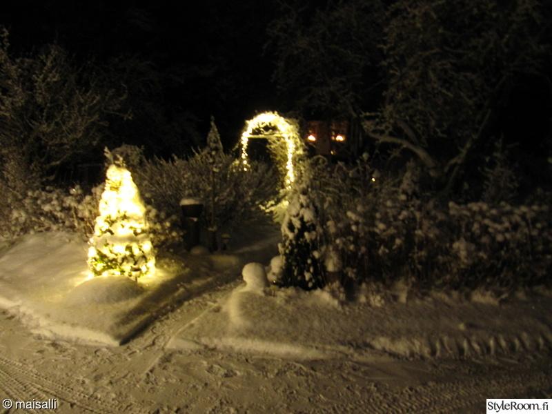 talvi,jouluvalot,lumi,valosarja,tuija
