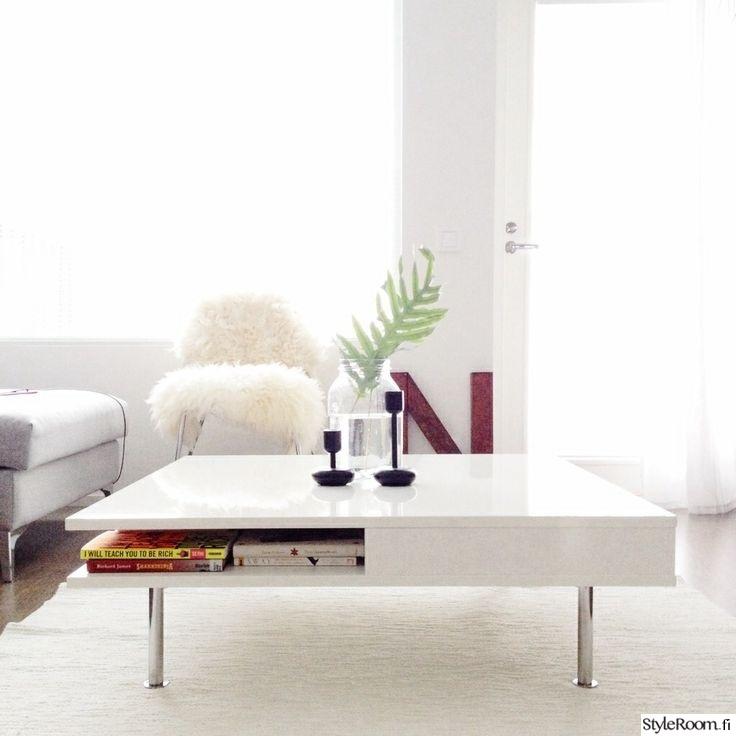 Olohuoneen Sohva : Olohuone,peikonlehti,lampaantalja,olohuoneen pöytä,sohva