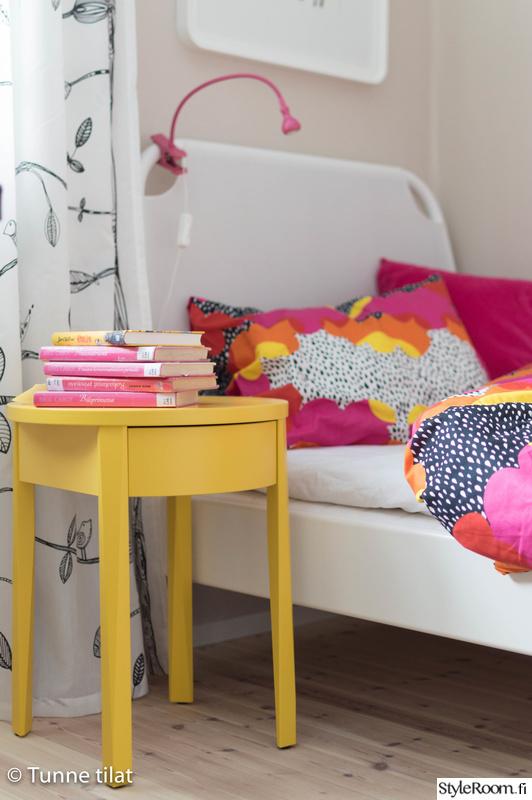 makuuhuone,lastenhuone,värikäs,yöpöytä,lastenhuone sisustus