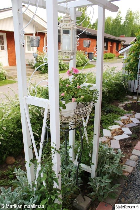puutarha,kesäkukat,köynnöstuki,istutukset,ruusut