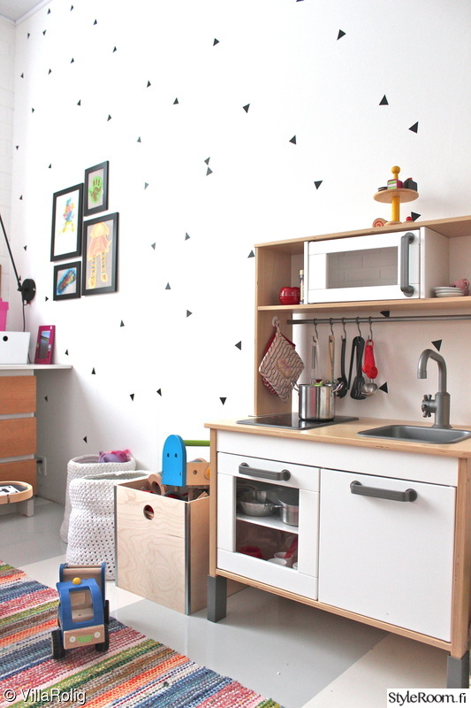 lastenhuone,räsymatto,leikkikeittiö,taulukollaasi,sisustustaulut