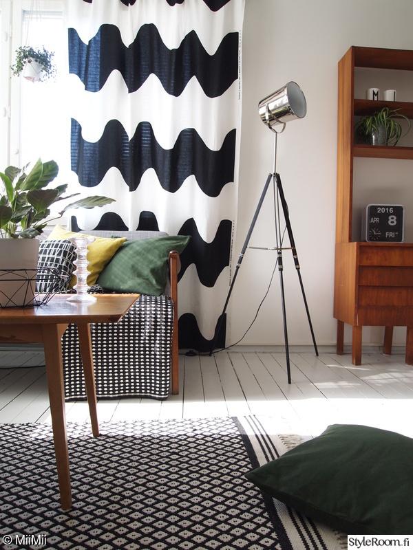olohuone,valaisin,mustavalkoinen,vintage,verho