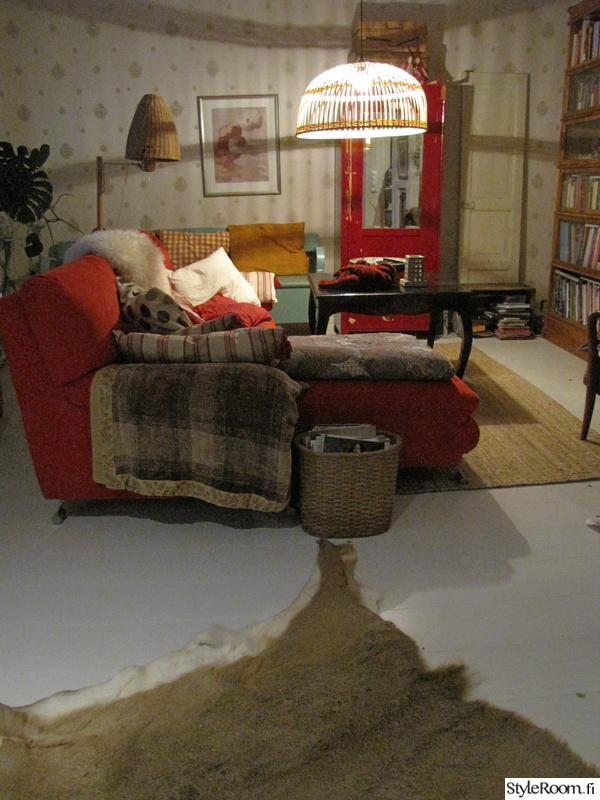 punainen,olohuone,sohva,ovi,talja