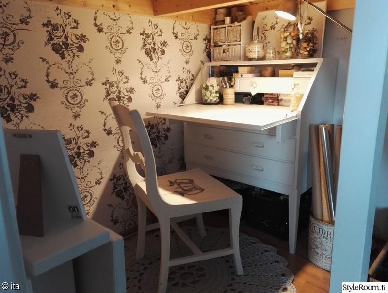 olohuone,romanttinen,lipasto,työpöytä,koriste-esineet