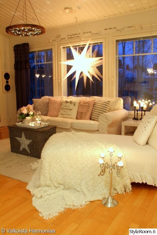 Olohuoneen Sohva : Kuva olohuone - Joulun valmistelua ValkoistaHarmoniaa