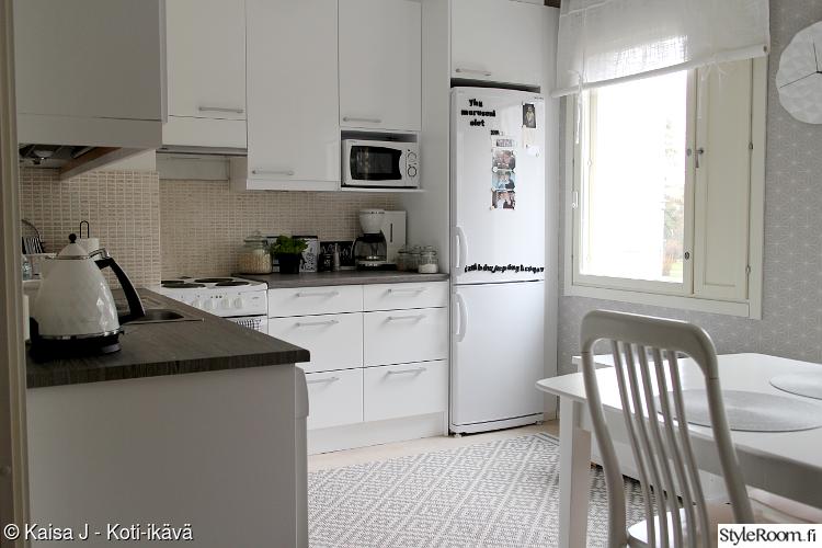 keittiön kaapit,kaapisto,valkoinen keittiö,agadir matto,diy sisustus