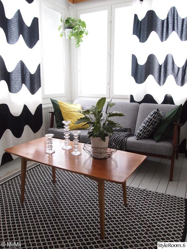sohva,viherkasvit,tyynyt,anno,värit