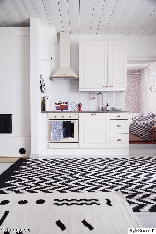 Perttulan keittiössä (uusi matto)  Sisustuskuvia jäseneltä Hunajaista  Styl