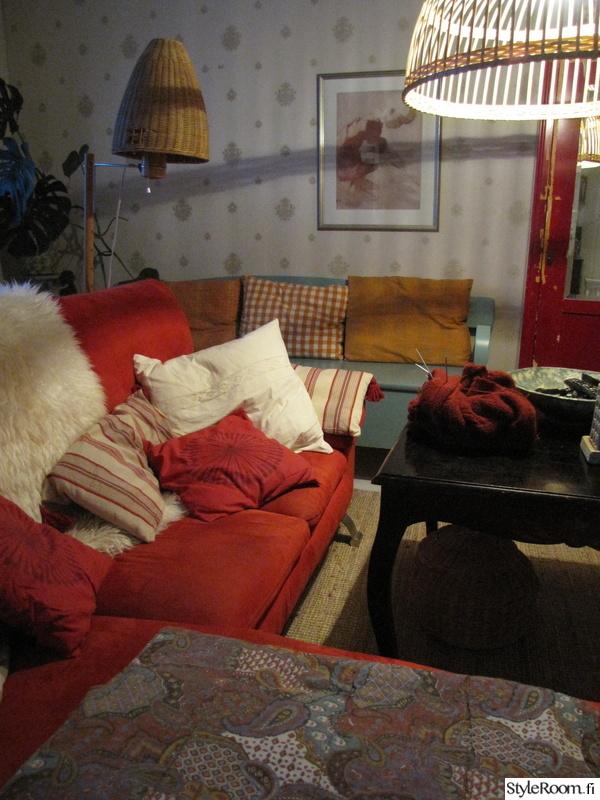 punainen,sohva,tyynyt