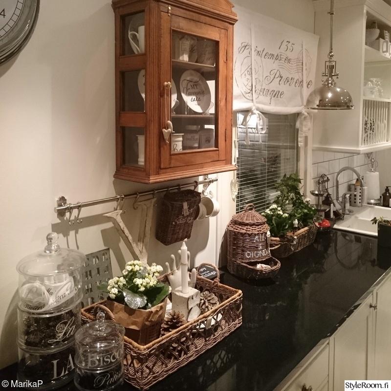 Kuva keittiö  Valkoinen keittiö  MarikaP
