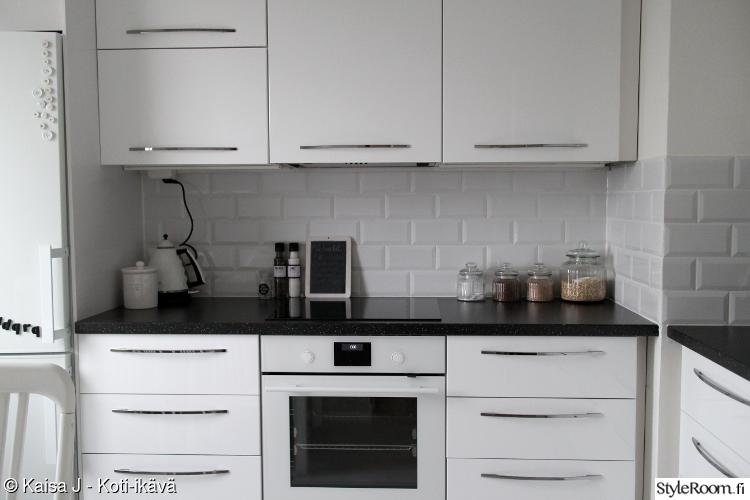 keittiö,ikea,välitila,valkoinen keittiö,keittiön välitila