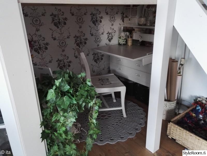 olohuone,pöytä,tuoli,lipasto,työpöytä