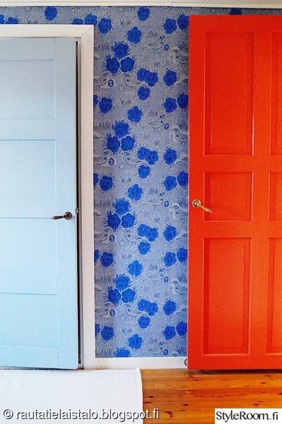 makuuhuone,sininen ovi,vanha ovi,oranssi ovi,pihlgren & ritola