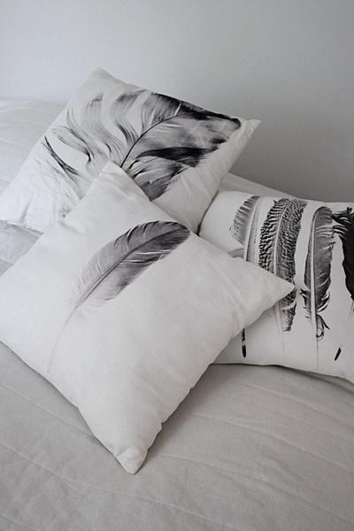 tyynyt,tyyny,sisustustyyny,höyhenet,valkoinen sisustus