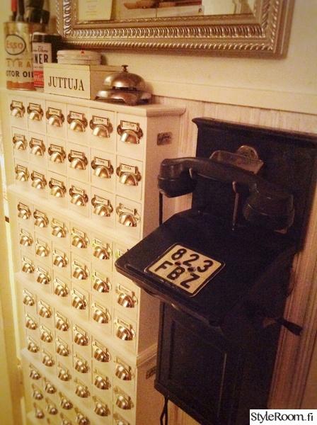 pikkutavara,apteekkarin laatikosto,laatikosto,säilytys,vanha puhelin