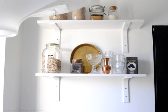 keittiö,hylly,seinähylly,keittiön pikkutavarat
