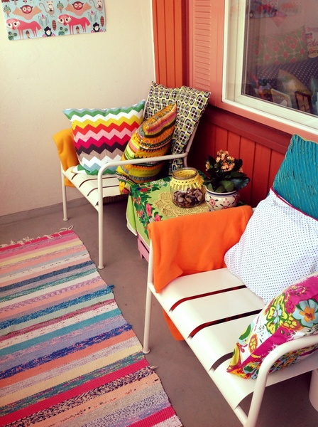 Värikäs tuolit