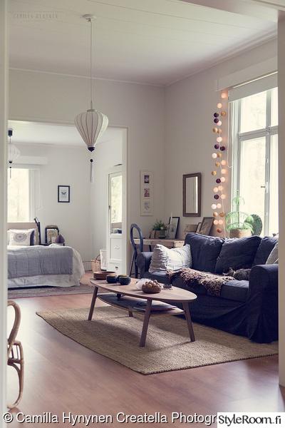 olohuone,olohuoneen sisutus,sohvapöytä,sohva,tumma