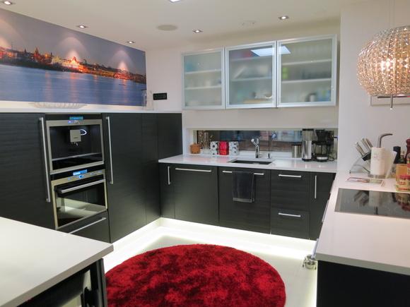 Kuva keittiö  Moderni mustavalkoinen Puustelli keittiö